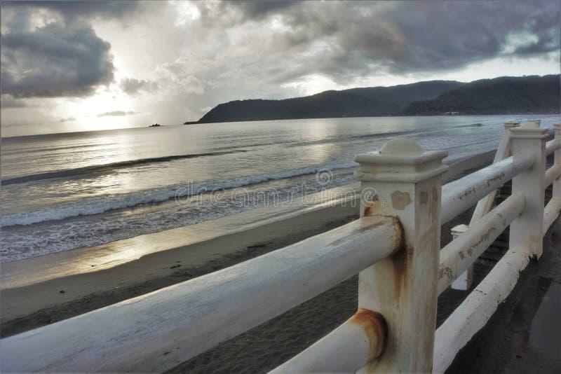 Geroeste omheining van strandpromenade royalty-vrije stock afbeelding