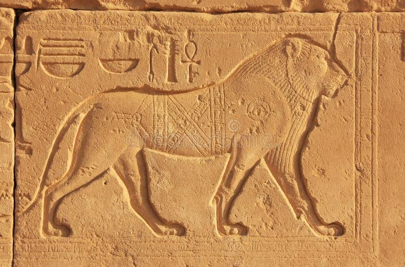 Geroglifici antichi sulle pareti del complesso del tempio di Karnak, lux fotografia stock libera da diritti