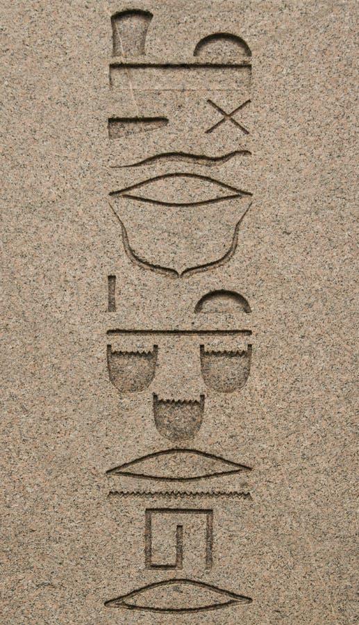 Geroglifici sull'obelisco di Theodosius Dikilitas con i geroglifici nel quadrato di Sultanahmet, Costantinopoli, Turchia Ob egizi fotografie stock