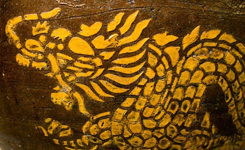 Gerold Draakgoud op een bruine achtergrond vector illustratie