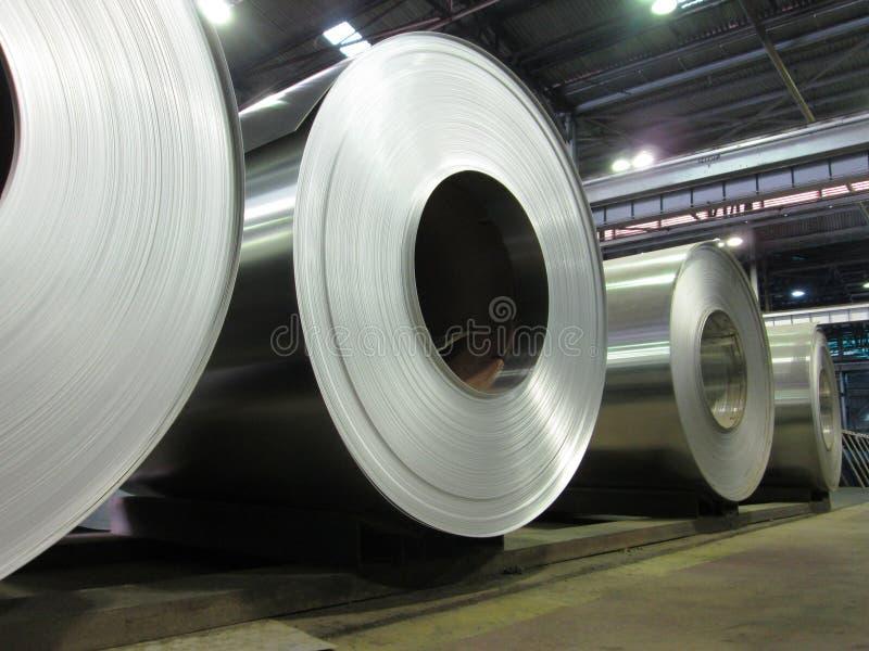 Gerolde aluminiumrollen stock afbeeldingen