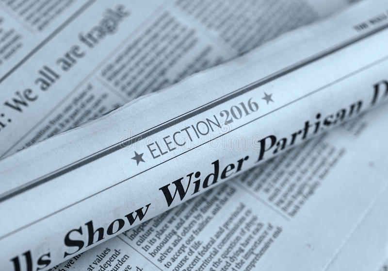 Gerolde krant met Verkiezings 2016 artikel royalty-vrije stock foto's