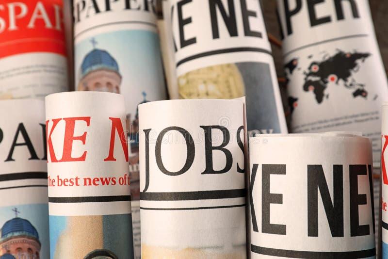 Gerolde kranten, close-up stock afbeeldingen