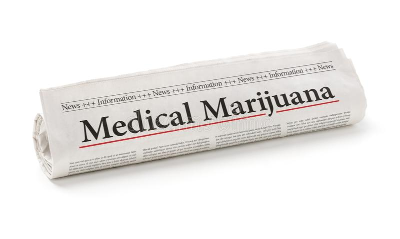 Gerollte Zeitung mit dem medizinischen Marihuana der Schlagzeile lizenzfreies stockbild