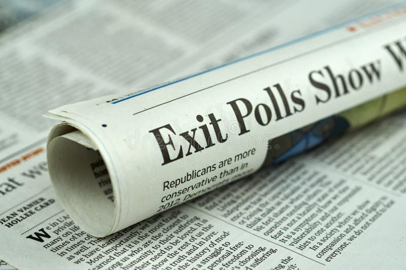 Gerollte Zeitung mit Wahlartikel 2016 lizenzfreies stockbild