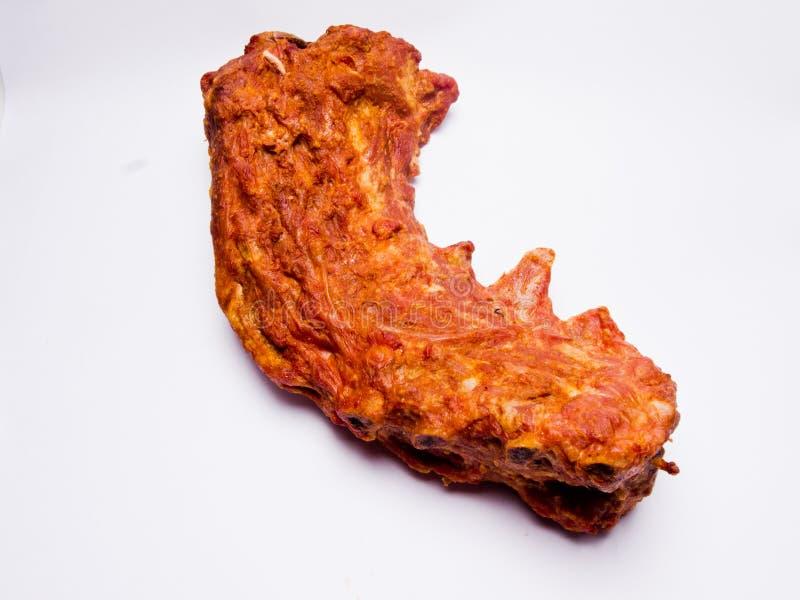 Gerookt varkensvlees op witte achtergrond stock afbeeldingen