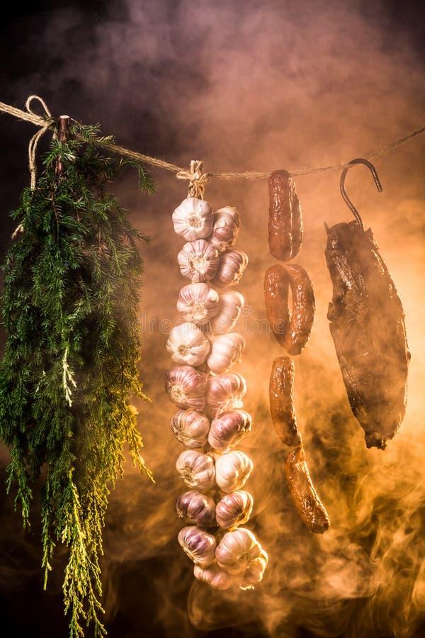 Download Gerookte Ham In Eigengemaakt Rookhok Stock Afbeelding - Afbeelding bestaande uit drank, varkensvlees: 39115377