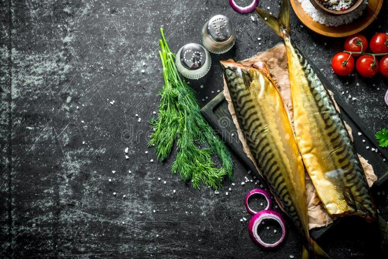 Gerookte makreel met kruiden en dille royalty-vrije stock foto's