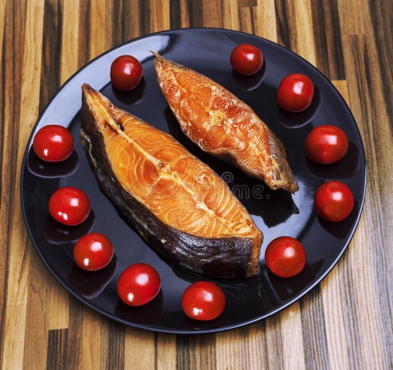Gerookte vissen op plaat stock fotografie
