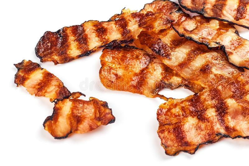 geroosterd bacon op wit Knapperig Gekookt Bacon op Lijst Ongezond Voedsel Risico van zwaarlijvigheid Eigengemaakte Barbecue royalty-vrije stock foto's