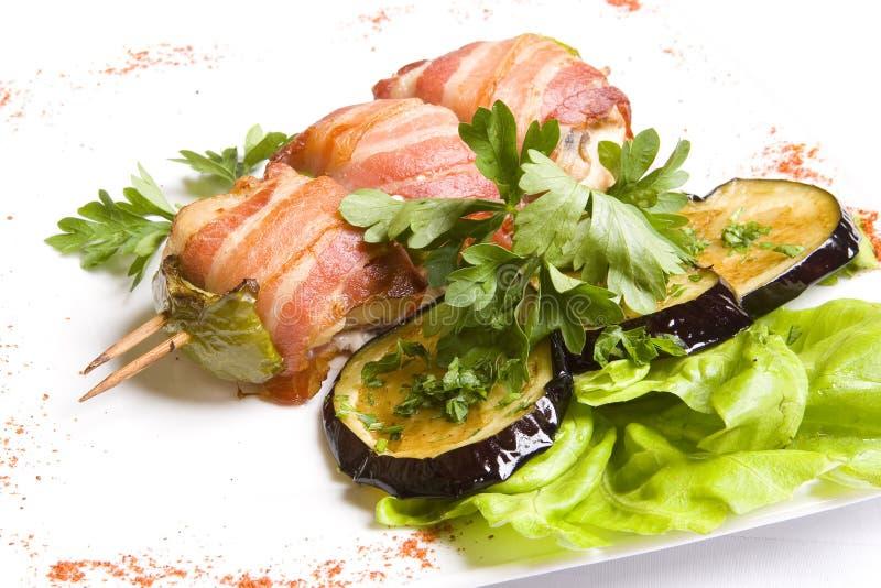 Geroosterd chiken vlees wraped in bacon stock foto