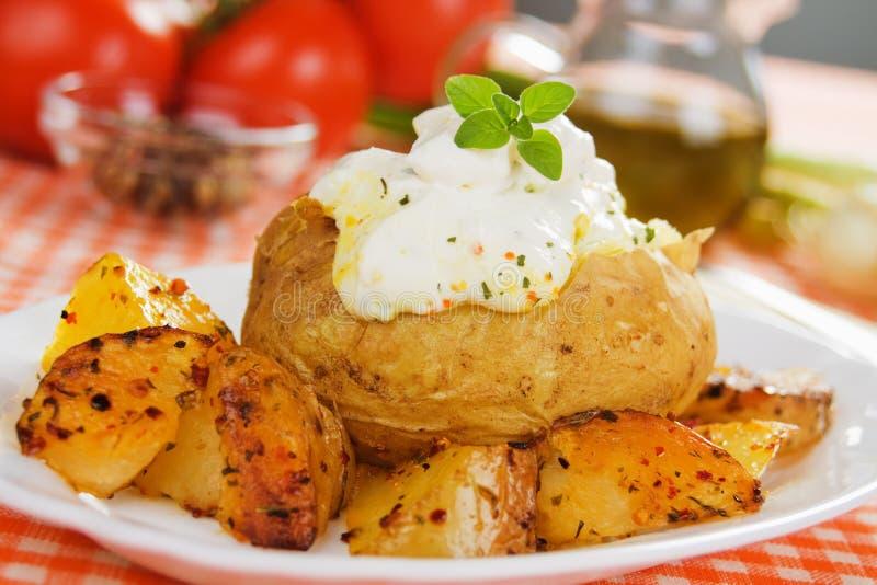 Geroosterd en aardappel in de schil royalty-vrije stock foto