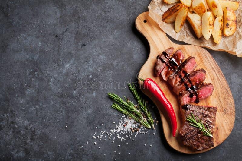 Geroosterd gesneden rundvleeslapje vlees stock foto