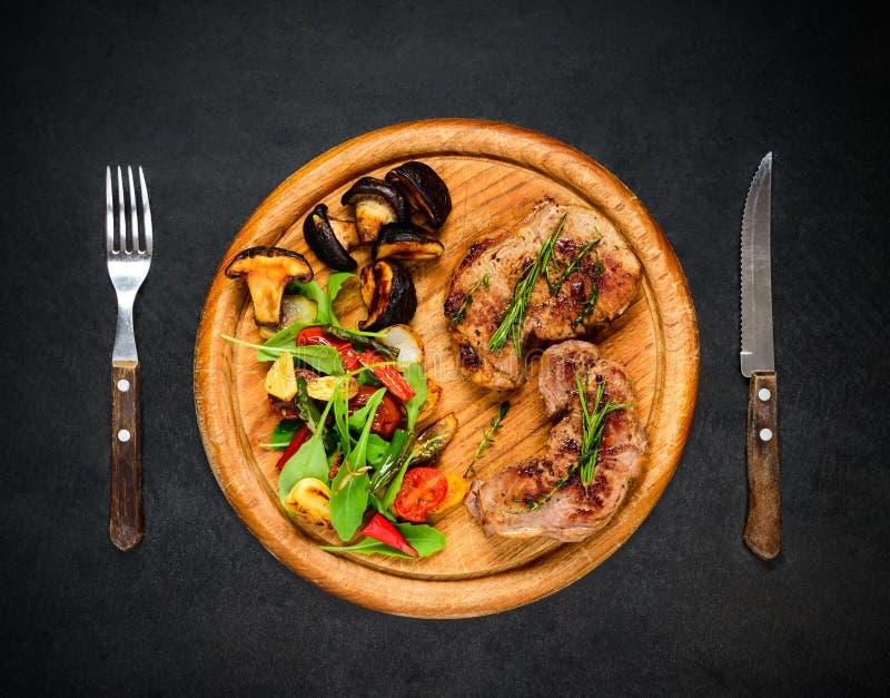 Geroosterd lapje vlees met groenten royalty-vrije stock fotografie