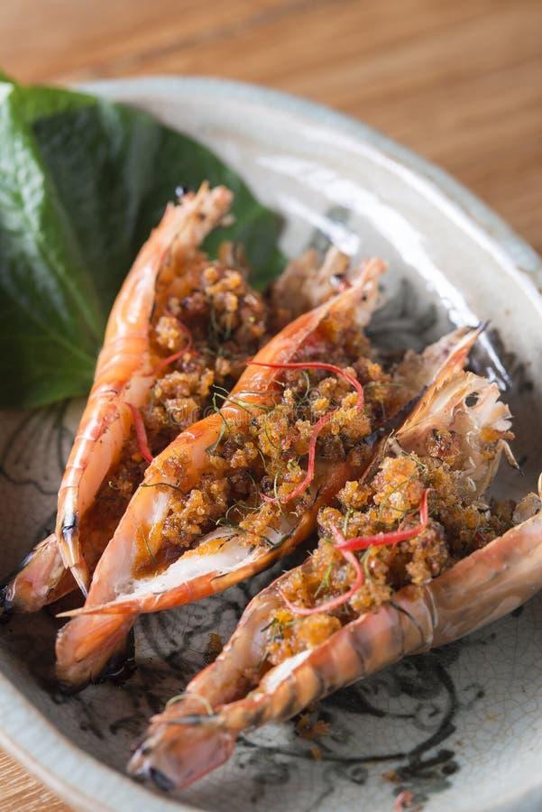 Geroosterd Rib Steak en Pan Seared Shrimps stock foto's