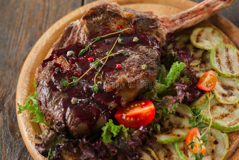 Geroosterd riblapje vlees met rode bovenste laagje en pompoen stock afbeeldingen
