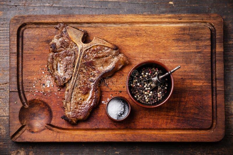 Geroosterd Riblapje vlees met zout en peper stock foto