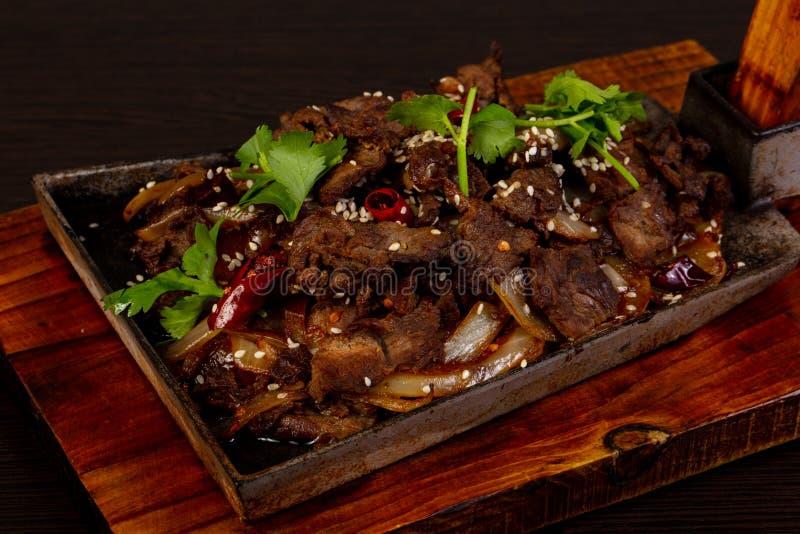 Geroosterd rundvlees in de pan royalty-vrije stock afbeeldingen