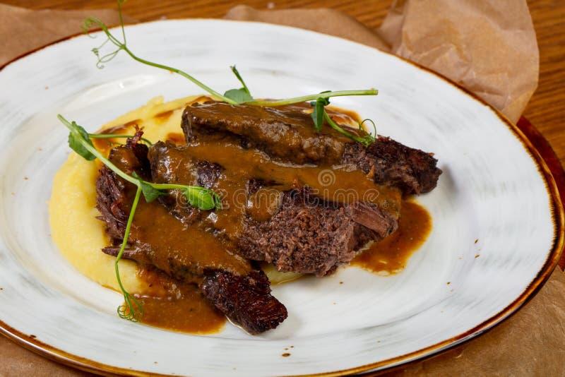 Geroosterd rundvlees met jus royalty-vrije stock afbeeldingen