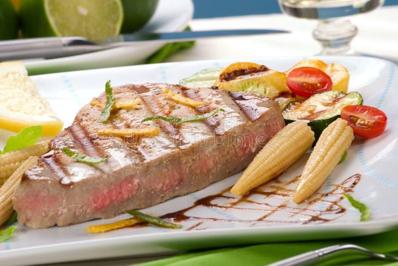 Geroosterd tonijnlapje vlees stock fotografie