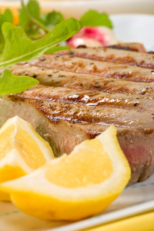 Geroosterd tonijnlapje vlees stock afbeelding