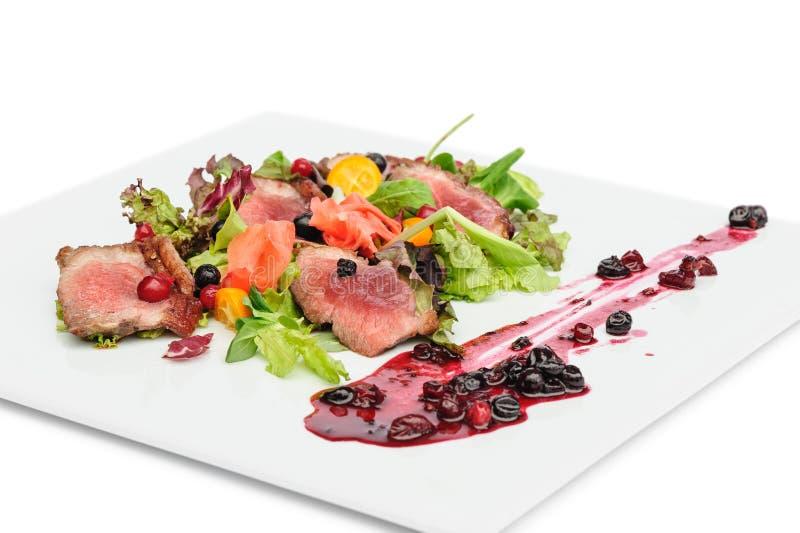 Geroosterd vlees met Amerikaanse veenbes en blackcurrant saus royalty-vrije stock foto