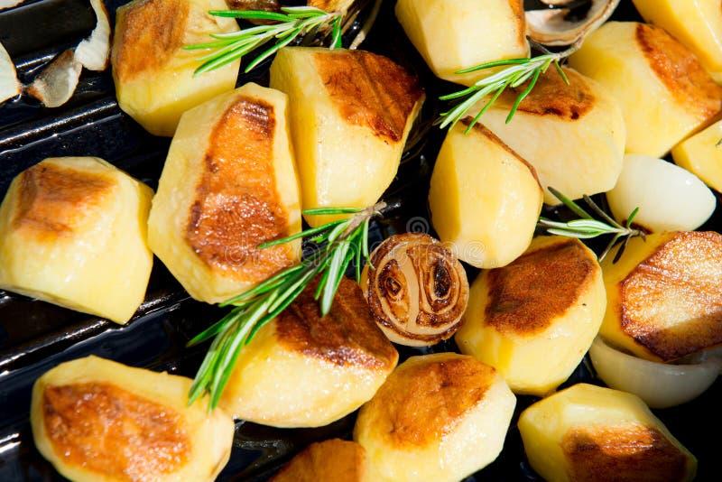 Geroosterde aardappels stock foto