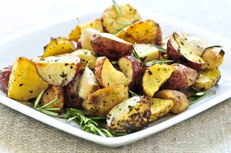Geroosterde aardappels stock afbeeldingen