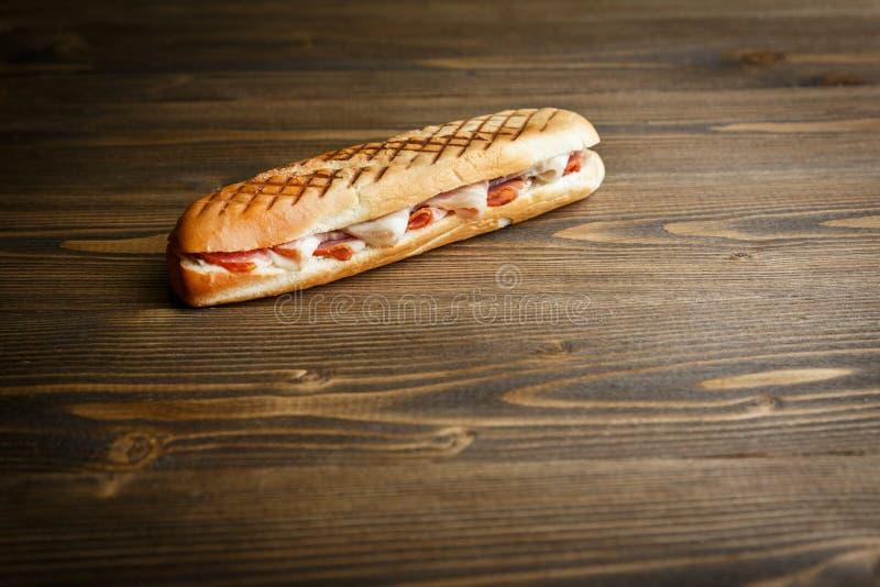 Geroosterde baguettesandwich met ham stock foto's
