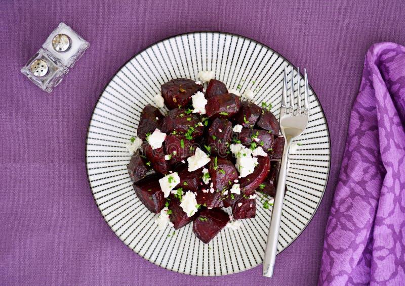 Geroosterde bieten met feta-kaas royalty-vrije stock foto