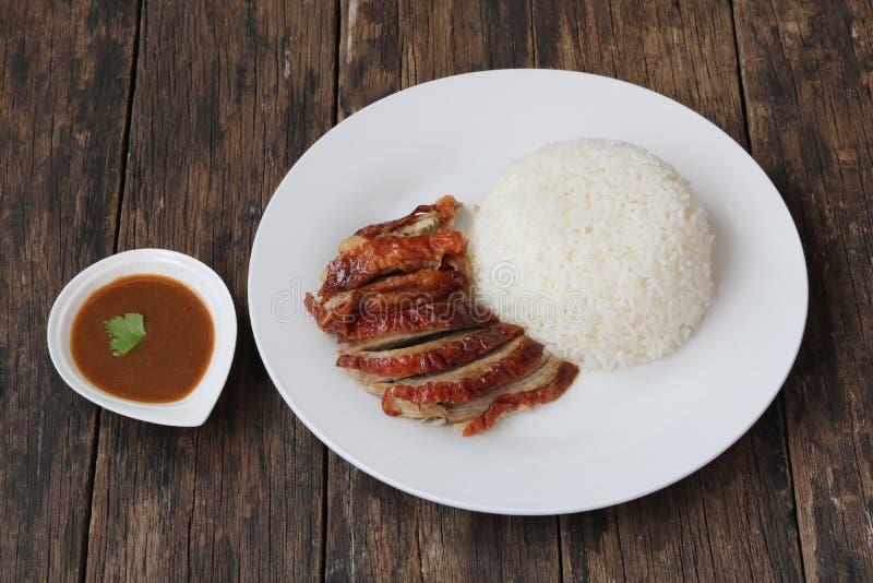 Geroosterde eend met gestoomde rijst royalty-vrije stock afbeeldingen
