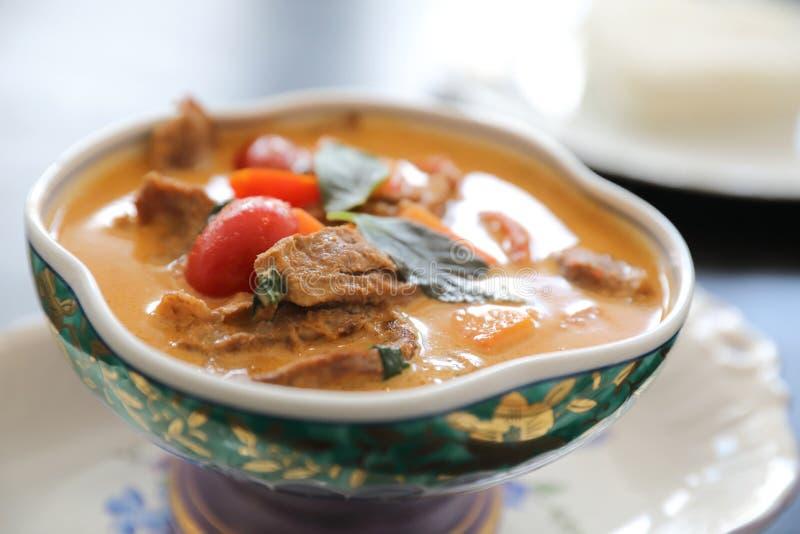 Geroosterde Eend in Rode Kerrie met rijst, Traditioneel Thais voedsel royalty-vrije stock fotografie