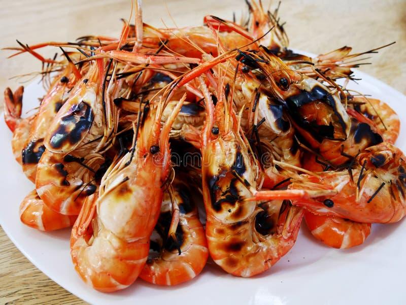 Geroosterde garnalen met zeevruchten kruidige saus royalty-vrije stock foto's