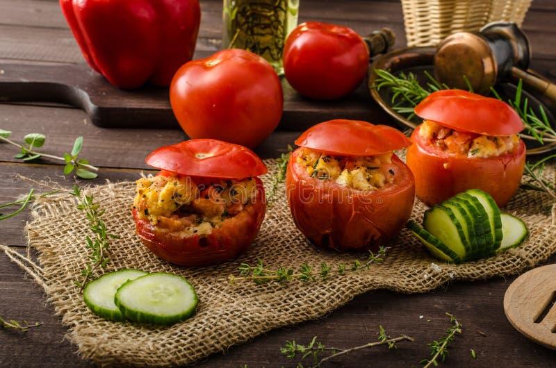 Geroosterde gevulde tomaten stock foto's