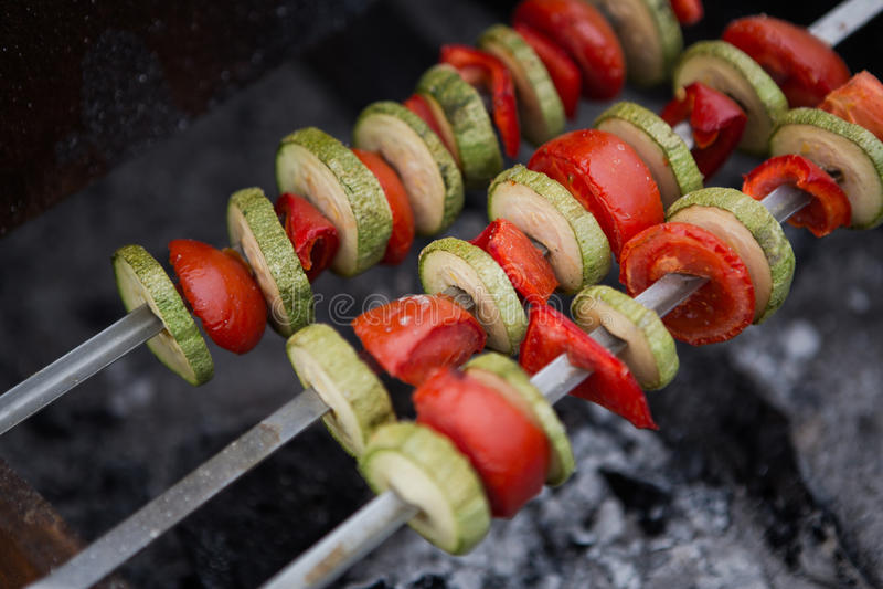 Geroosterde groente op gediende vleespen royalty-vrije stock afbeeldingen