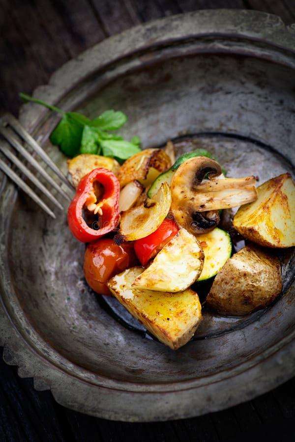Download Geroosterde groenten stock foto. Afbeelding bestaande uit knoflook - 29501894