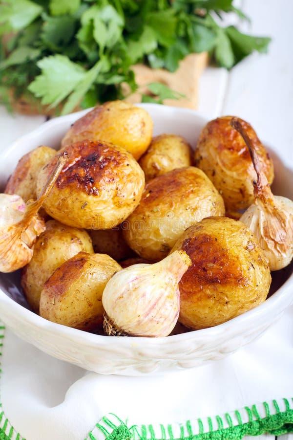 Geroosterde jonge aardappels stock afbeeldingen
