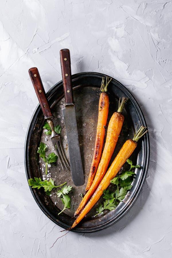 Geroosterde jonge wortel stock foto's
