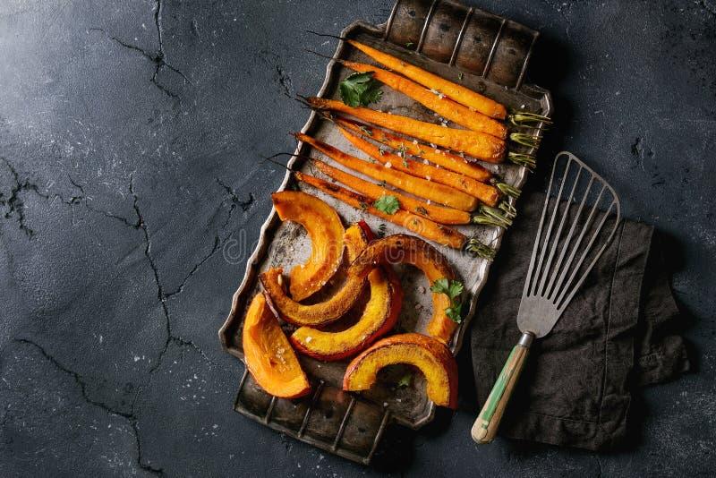 Geroosterde jonge wortel en pompoen royalty-vrije stock afbeelding
