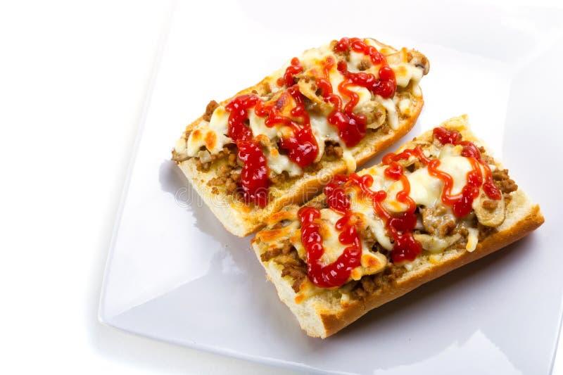 Geroosterde kaas en vleesbaguette stock afbeelding