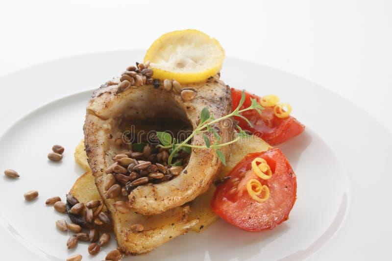 Download Geroosterde Karperfilet Op Organische Aardappel Stock Afbeelding - Afbeelding bestaande uit vers, gastronomie: 10783101