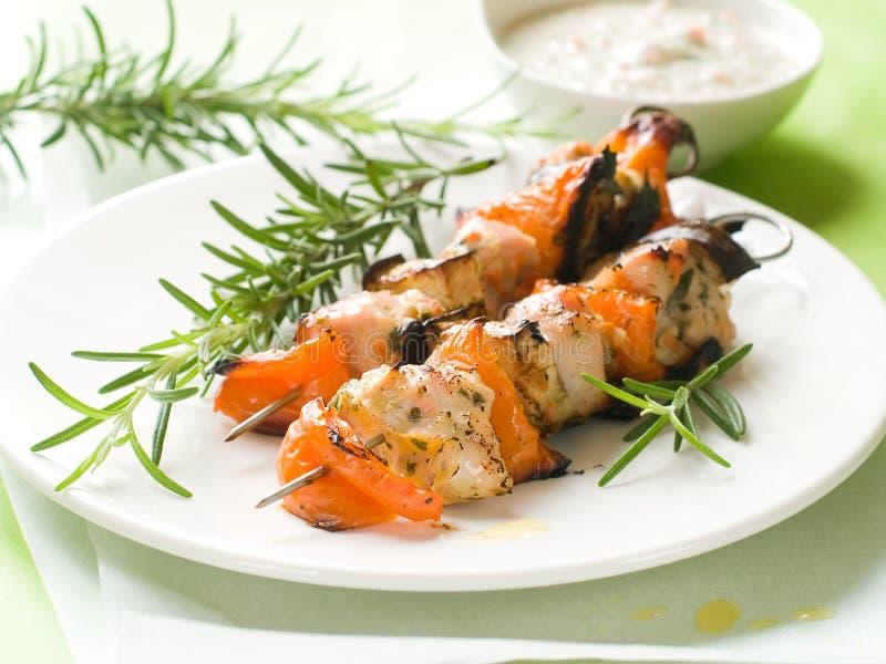 Geroosterde kip en plantaardige kebab stock afbeelding