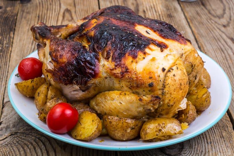 Geroosterde kip met gebrande huid royalty-vrije stock afbeeldingen
