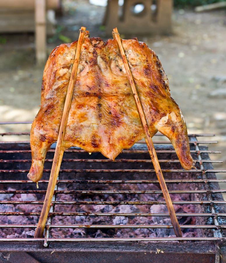 Geroosterde kip op de grill royalty-vrije stock foto