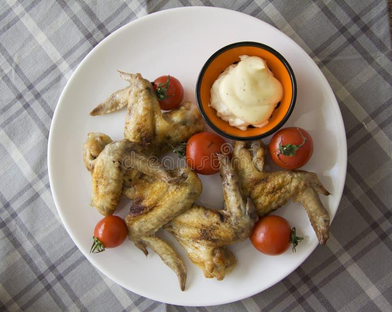 Geroosterde kippenvlees en tomaten stock foto