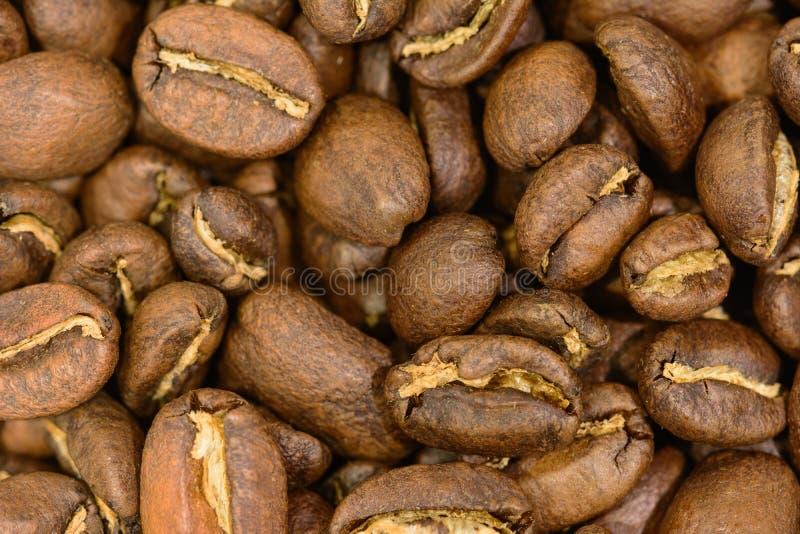Geroosterde koffiebonen in detail royalty-vrije stock foto