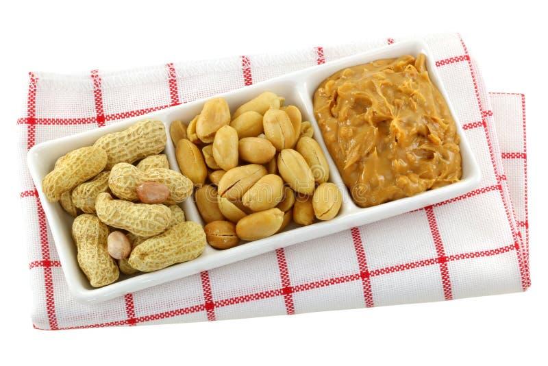 Geroosterde noten en pindakaas stock afbeeldingen
