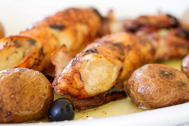 Geroosterde pijlinktvis met aardappel royalty-vrije stock foto's
