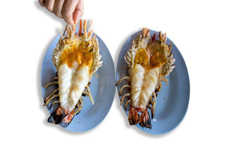 Geroosterde geroosterde reuzeriviergarnalen of garnaal op blauwe plaat, Thais stijlvoedsel op de witte achtergrond stock foto's