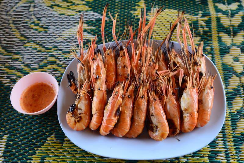 Geroosterde Riviergarnalen op de plaat, Thaise voedselstijl, Zeevruchtenconcept stock foto